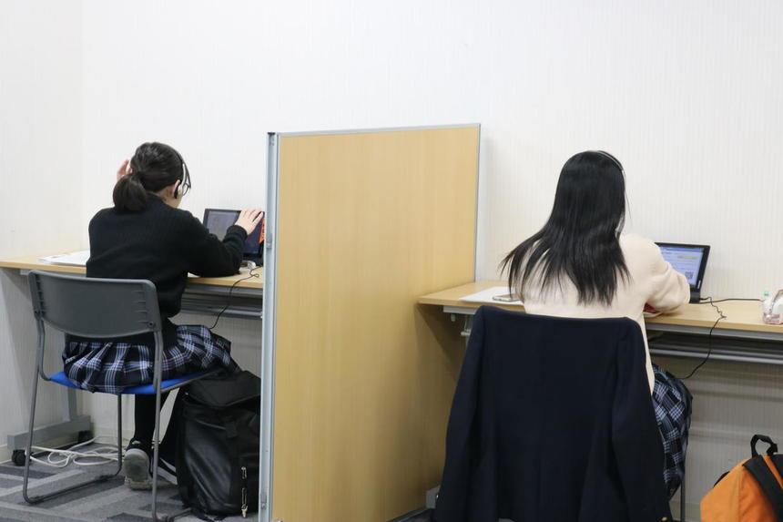 冬期講習会で勉強する生徒たち
