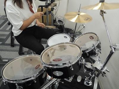 見事なドラム捌きを見せてくれました