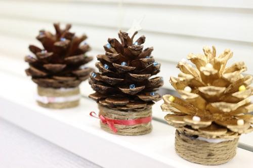 クリスマスまつぼっくりで作ったクリスマスツリー
