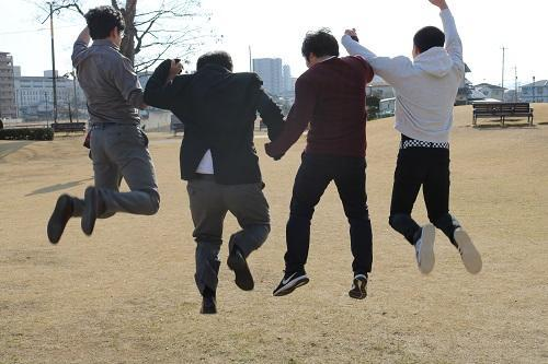みんなでジャンプ!エンジョイスポーツ中の写真です♪