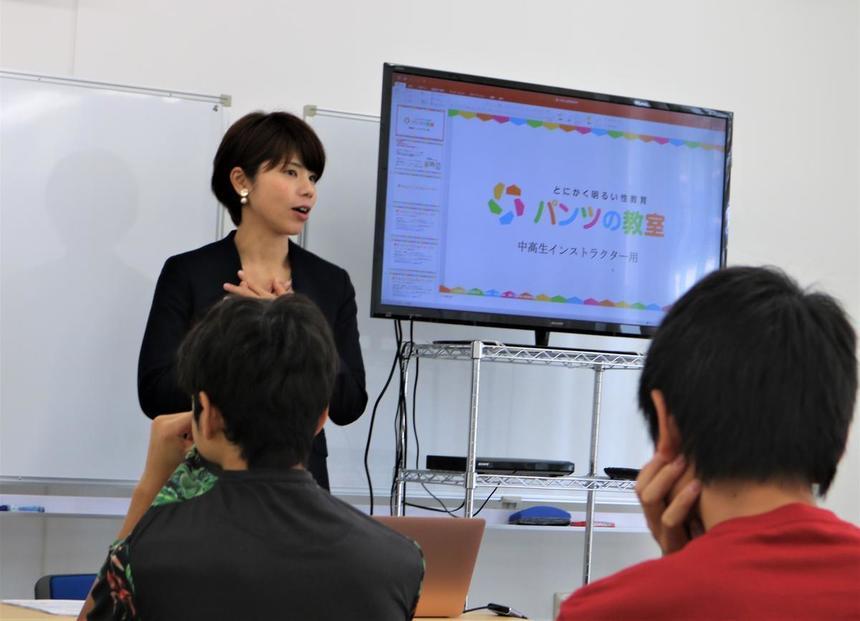 とにかく明るい性教育をモットーに鹿児島からきて特別授業を行っていただきました。