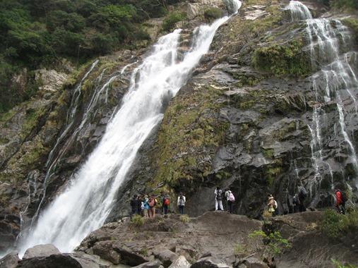 近くで見る「大川の滝」は圧巻でした!