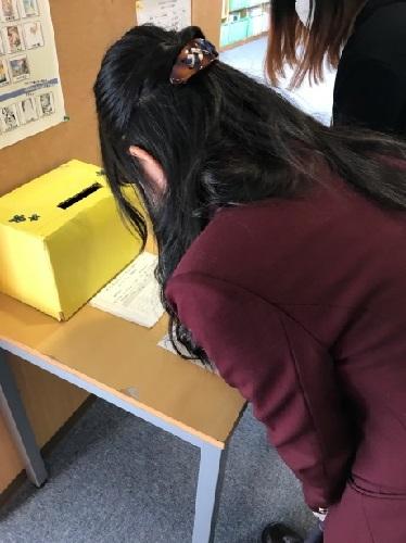 大阪キャンパスでは2Fトライアルレッスン掲示板の前に投票箱を用意しています。