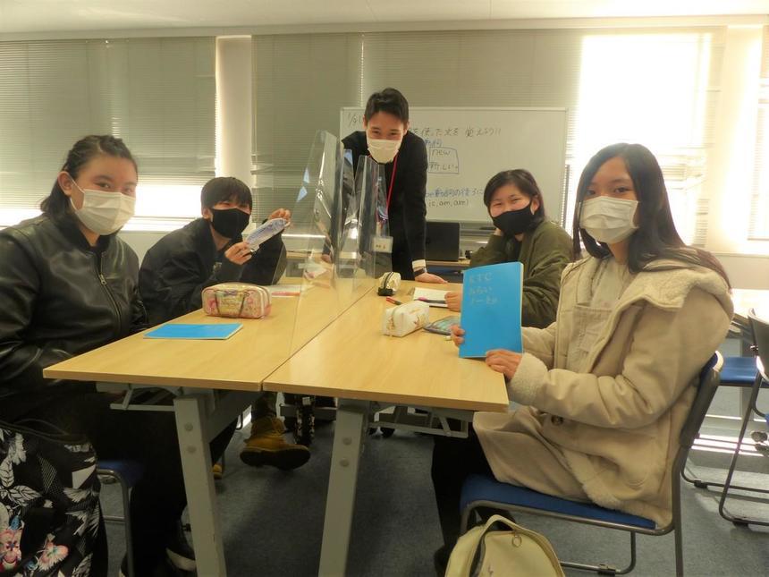 静岡キャンパスくれしぇんどの中学生たちです。一緒に楽しみましょう。