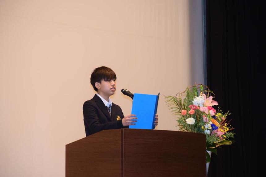 新入生の塩澤愛さんが堂々と代表あいさつをしてくれました!