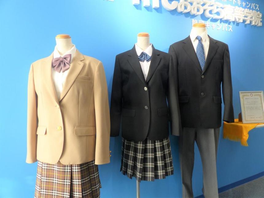 静岡キャンパスに飾られた基準服