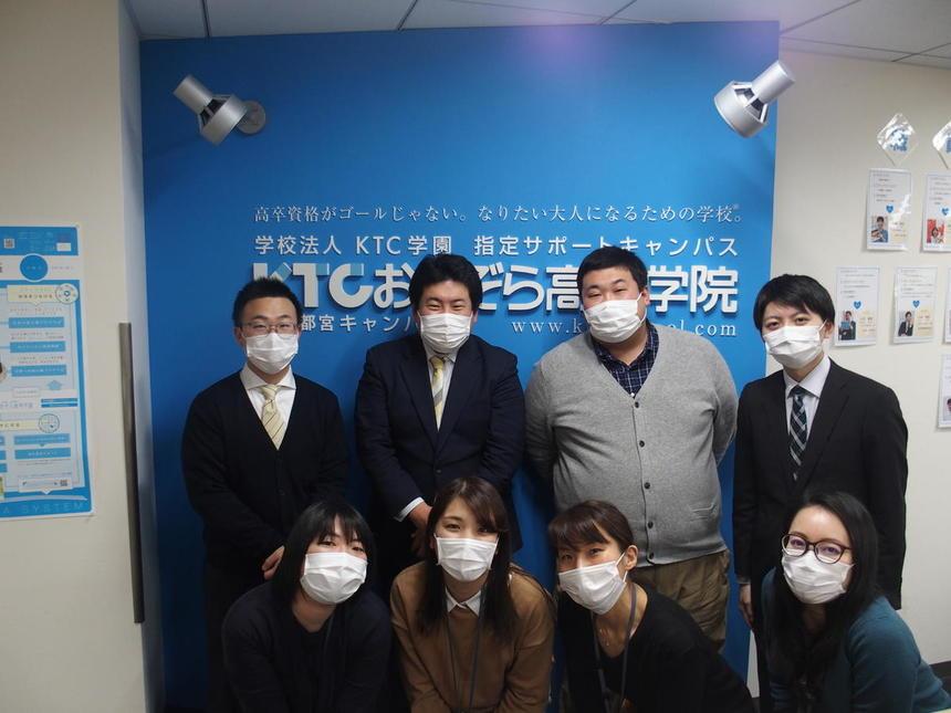 感染防止処置のためマスク着用で集合写真を。